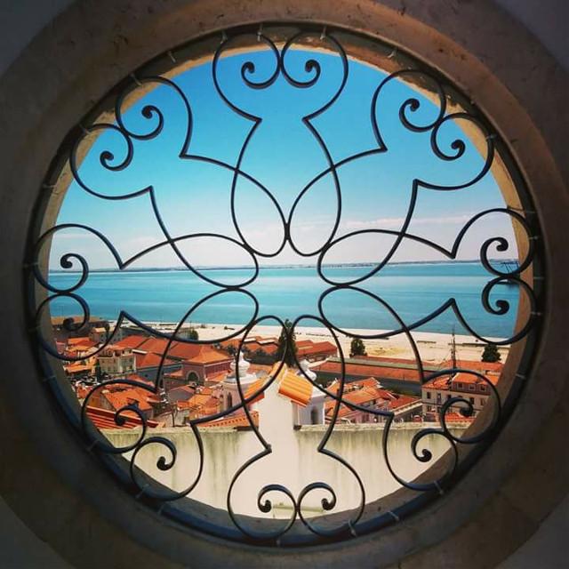 Le foto di Tommaso (my son 😄). Lisbona, Miradouro de Santa Luzia. #lisbon #colorful #photography #summer #travel #landscape #window