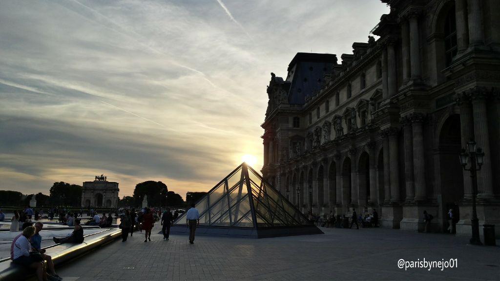 #parisbynejo01 #parisbynejo01_cmatof #cmatof #paris #picsart #couchédesoleil #sunset #sun #soleil #lelouvre #louvremuseum #pyramide #pyramidedulouvre #photos #pictures #gallery #fotografie #fotografia #foto